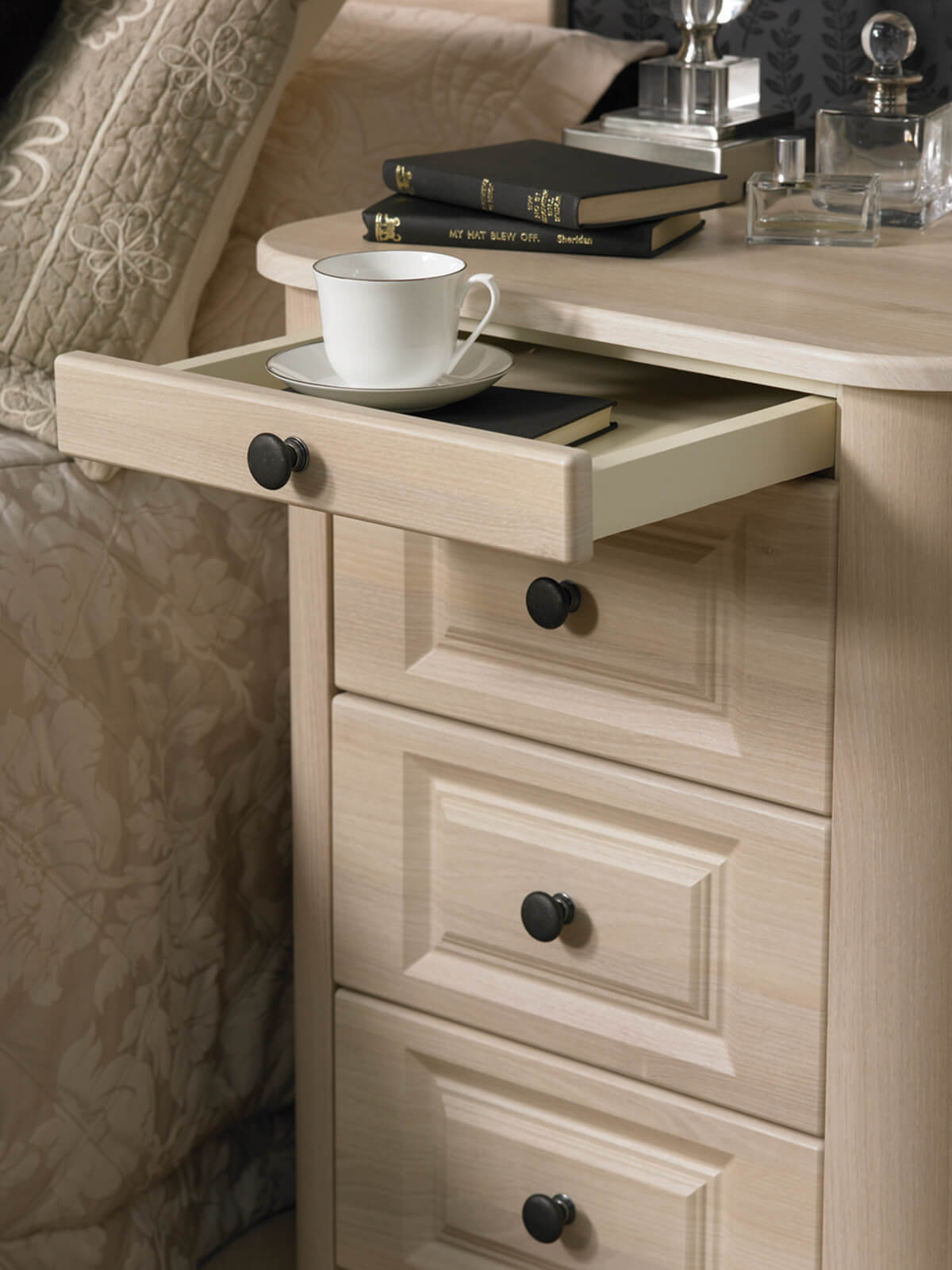 Pull-Out-Tray-Feature